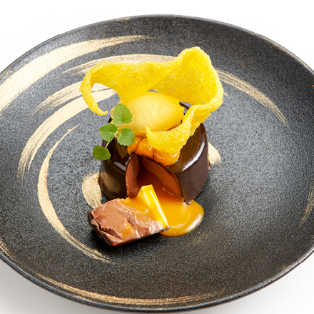 Creation of chocolate and mango with Cracker Saffron